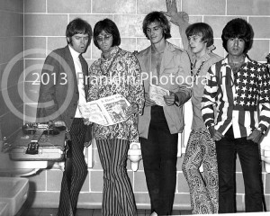 8853 The Standells posing for a photo backstage and holding A Closer Look Magazine. Photo by Johnny Franklin.